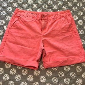 GAP Boyfriend roll-up khaki short size 10